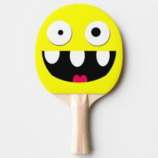 cara tonta divertida del smiley del dibujo animado pala de ping pong