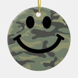 Cara verde del smiley de Camo Adorno De Navidad