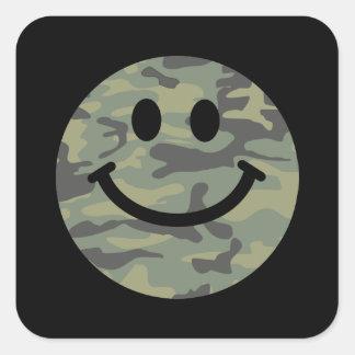 Cara verde del smiley de Camo Pegatina Cuadrada