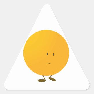 Carácter anaranjado entero sonriente pegatina triangular