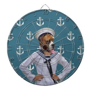 Carácter divertido del perro del marinero tablero dardos