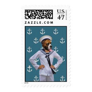 Carácter divertido del perro del marinero estampillas