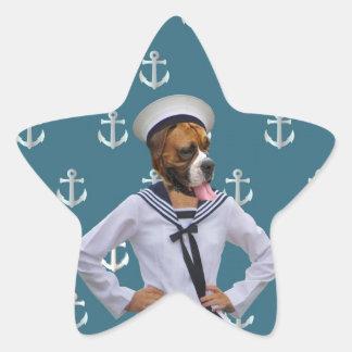 Carácter divertido del perro del marinero pegatina en forma de estrella