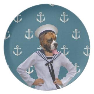 Carácter divertido del perro del marinero platos