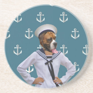 Carácter divertido del perro del marinero posavasos para bebidas