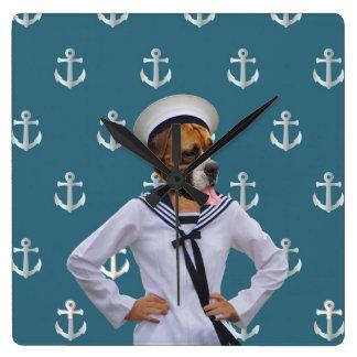 Carácter divertido del perro del marinero reloj