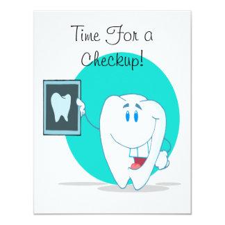 """carácter feliz lindo del diente con la radiografía invitación 4.25"""" x 5.5"""""""