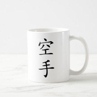 carácter japonés negro del karate taza de café