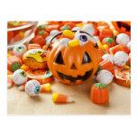 Caramelo anaranjado fantasmagórico de Halloween Tarjetas Postales