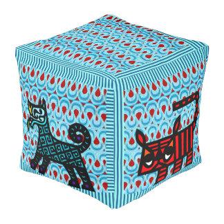 Caramelo azul y rojo de la cinta con los mascotas pouf cuadrado
