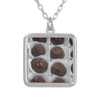 Caramelo de chocolate colgante cuadrado