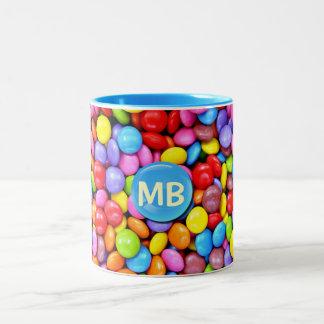 Caramelos coloridos taza de dos tonos