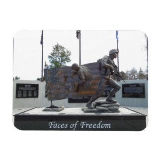 Caras del monumento de los veteranos de la liberta imán de vinilo
