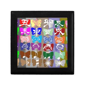 Caras divertidas, caracteres chinos y chispas cajas de recuerdo