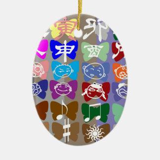Caras divertidas, caracteres chinos y chispas ornamentos de reyes magos