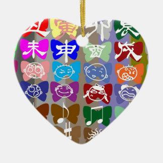 Caras divertidas, caracteres chinos y chispas ornamentos para reyes magos
