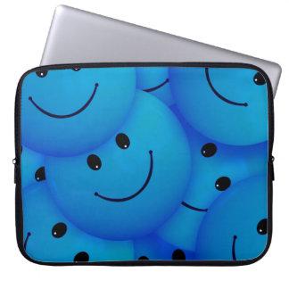 Caras sonrientes azules felices frescas de la funda ordendadores