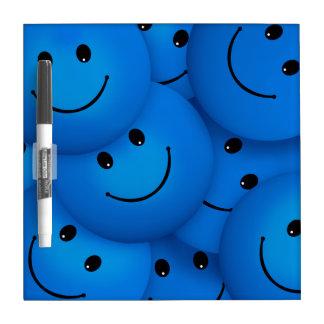 Caras sonrientes azules felices frescas de la pizarras