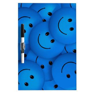 Caras sonrientes azules felices frescas de la pizarras blancas de calidad