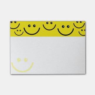 Caras sonrientes notas post-it®