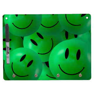 Caras sonrientes verdes felices frescas de la pizarra