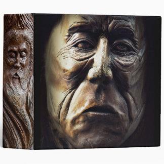 Caras talladas en madera
