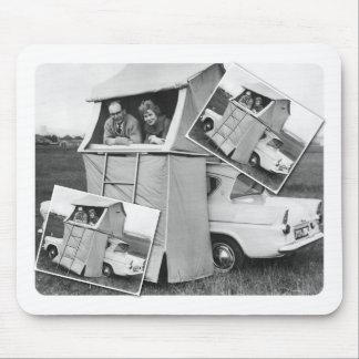 Caravana que acampa del coche del vintage alfombrillas de raton