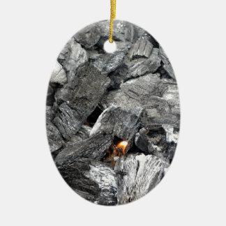 Carbón de leña ardiente que fuma adorno ovalado de cerámica