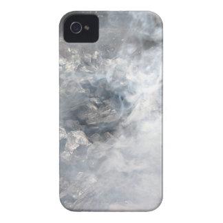 Carbón de leña ardiente que fuma en barbacoa iPhone 4 Case-Mate cobertura