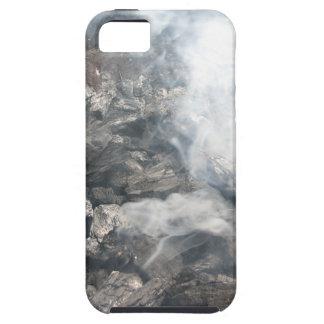 Carbón de leña ardiente que fuma en barbacoa iPhone 5 carcasa
