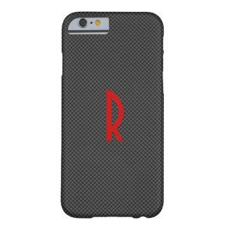 Carbono negro con un monograma rojo funda para iPhone 6 barely there
