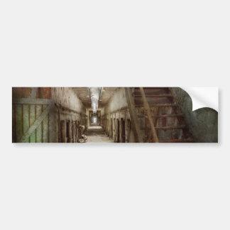 Cárcel - abajo de un pasillo solo pegatina de parachoque