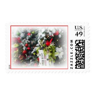 Cardenal del árbol de navidad del invierno franqueo