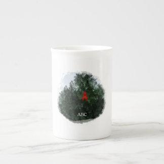 Cardenal del invierno en país rústico remilgado taza de té