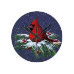 Cardenal en rama del pino Nevado: Navidad: Ilustra Reloj Redondo Mediano