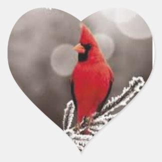 Cardenal rojo en una rama helada. Pegatina en Pegatina En Forma De Corazón