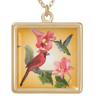 Cardenal y colibrí con los lirios y la hiedra colgante cuadrado