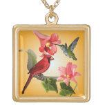 Cardenal y colibrí con los lirios y la hiedra rosa joyería