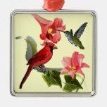 Cardenal y colibrí con los lirios y la hiedra rosa adorno de navidad