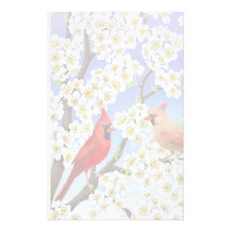 Cardenales en efectos de escritorio del árbol flor papeleria personalizada