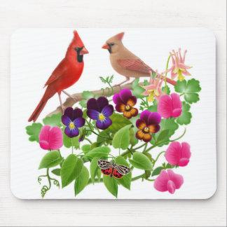 Cardenales en el jardín Mousepad Tapetes De Ratones