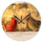 Cardenales en reloj del otoño