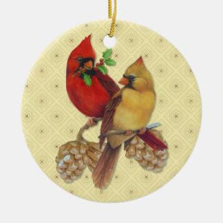 Cardenales pino y acebo del invierno adorno navideño redondo de cerámica
