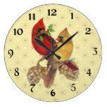 Cardenales pino y acebo del invierno reloj redondo grande