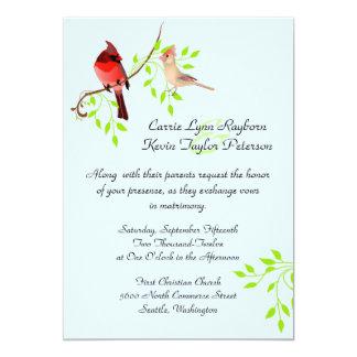 Cardenales rojos bonitos que casan la invitación