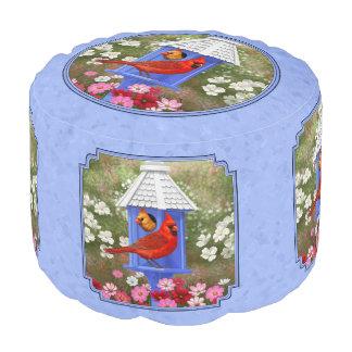 Cardenales y azul redondo del Birdhouse Puf Redondo