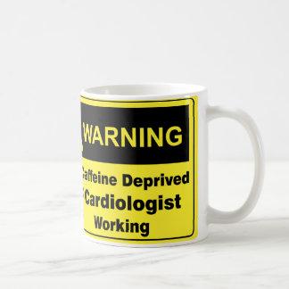 Cardiólogo amonestador del cafeína taza básica blanca