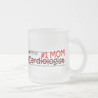 Cardiólogo de la mamá del trabajo taza de cristal