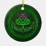 Cardo céltico colorido del nudo ornamentos de navidad