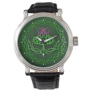 Cardo céltico colorido del nudo reloj